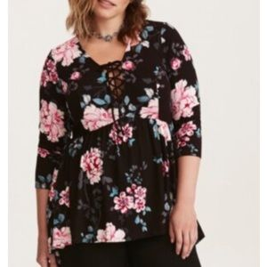 NWT Torrid Floral Print Lace-up Babydoll tee